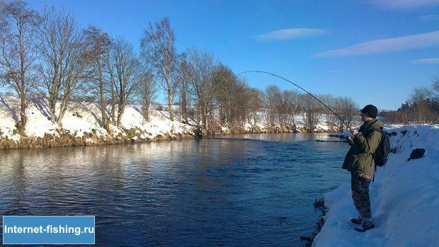 Ловля спиннингом зимой имеет множество особенностей